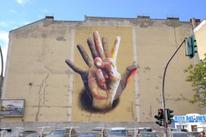 unter-der-hand-street-art-by-case-in-berlin-germany1.jpg